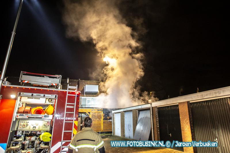 Bewoner raakt gewond bij schuurbrand aan de Graaf Albrechtweg in Zwijndrecht.