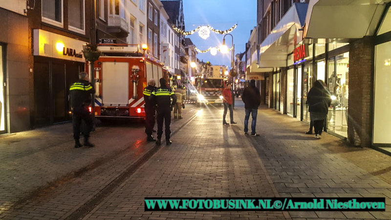 Brandweer Gorinchem opgeroepen voor brand in winkelpand.