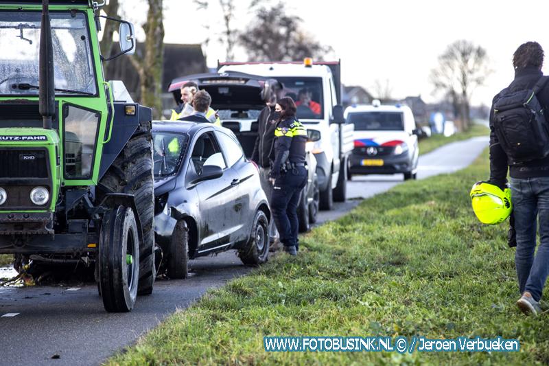 Auto te water in Nieuw-Lekkerland.
