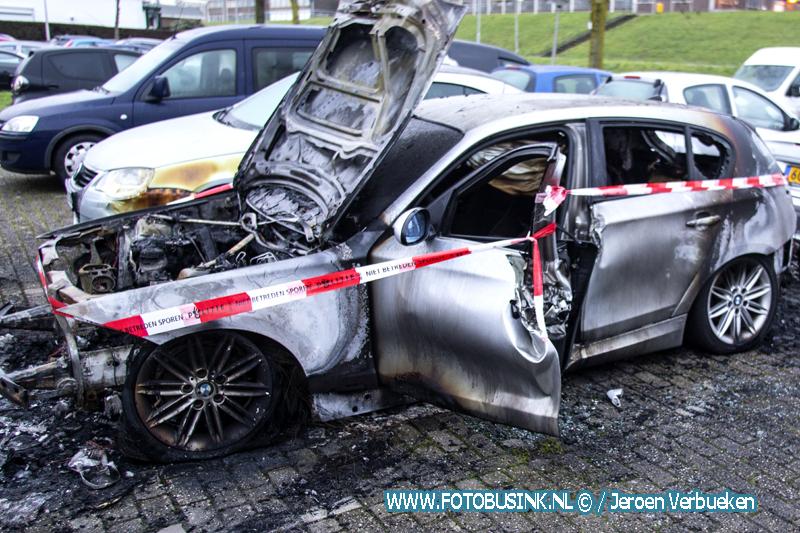 Auto verwoest door brand Van Eedenstraat Zwijndrecht.