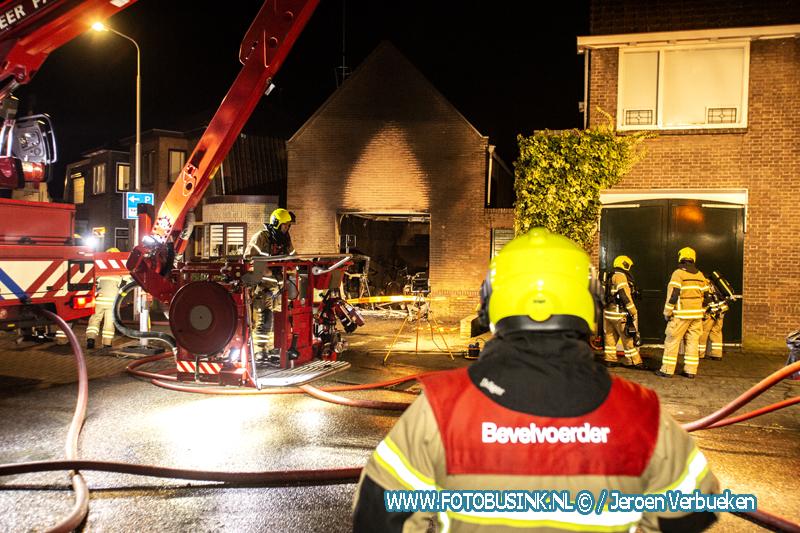 Middelbrand aan de Middeldiepstraat in Sliedrecht.