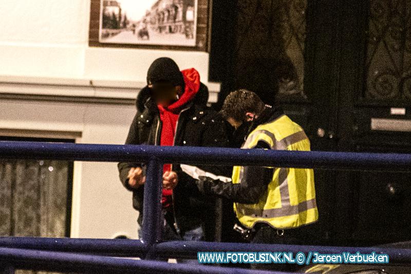 Veel politie in binnenstad van Dordrecht vanwege protestactie avondklok, Rellen blijven uit.
