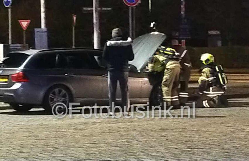 Brandweer opgeroepen voor autobrand bij benzinestation Tango in Dordrecht