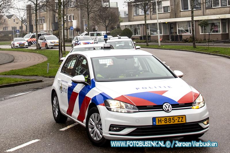 Politie maakt in Papendrecht eerbetoon rit langs huis ernstig zieke collega.