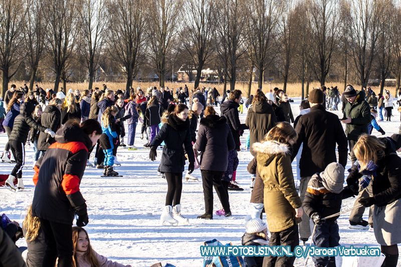 Mensen genoten vandaag van het schaatsen in recreatiegebied Sandelingen-Ambacht.