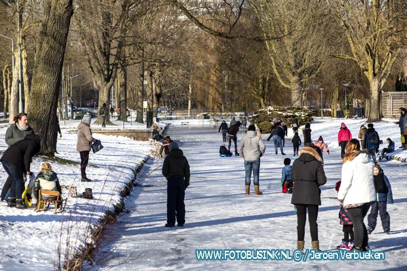 Dordtenaren op de schaatsen