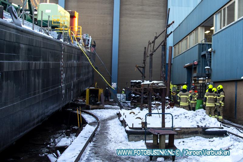 Werknemer raakt in Zwijndrecht gewond na kleine explosie op schip.