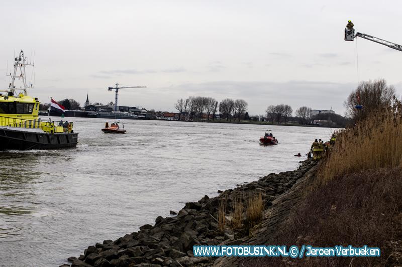 Auto te water, bestuurder uit Zwijndrecht komt om het leven.