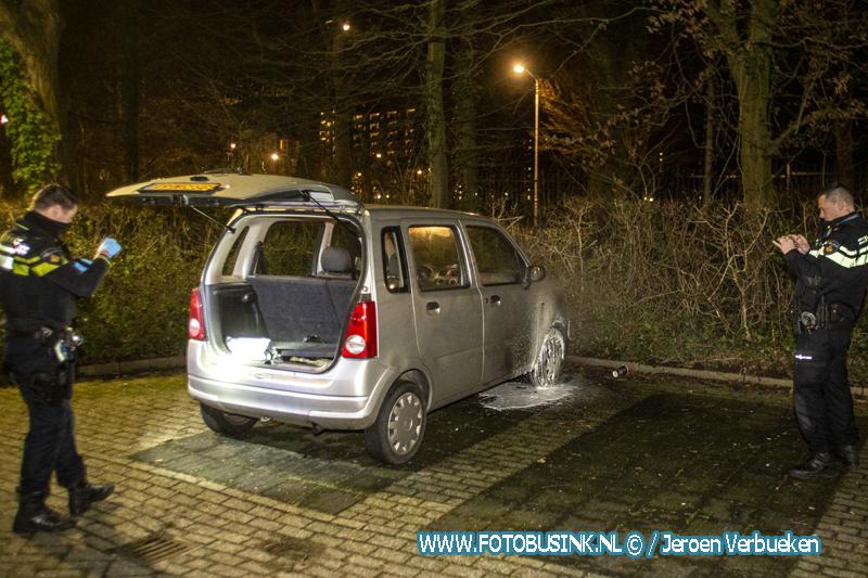 Gestolen auto in brand gestoken bij De Sterrenlanden aan de Minnaertweg in Dordrecht.