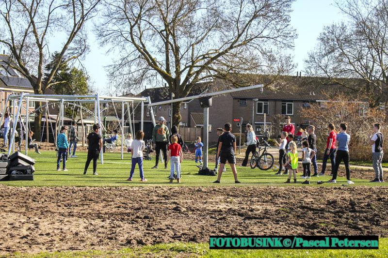 Kickboksen met Richie van team Rico Verhoeven op het Cruyff Court Stadspolders in Dordrecht.