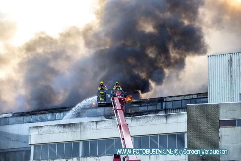 Grote brand aan de Waaldijk in Vuren