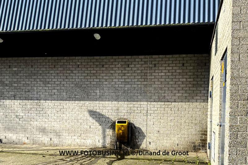 Brandweer met spoed opgeroepen voor een prullenbak in brand aan de Krommestoep in Sliedrecht.