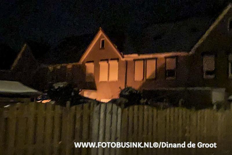 Gasfles in brand in tuin aan de Frans Halsstraat in Sliedrecht.