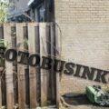 Brandweer schaalt op naar middelbrand aan de Bovenkruier in Nieuw-Lekkerland