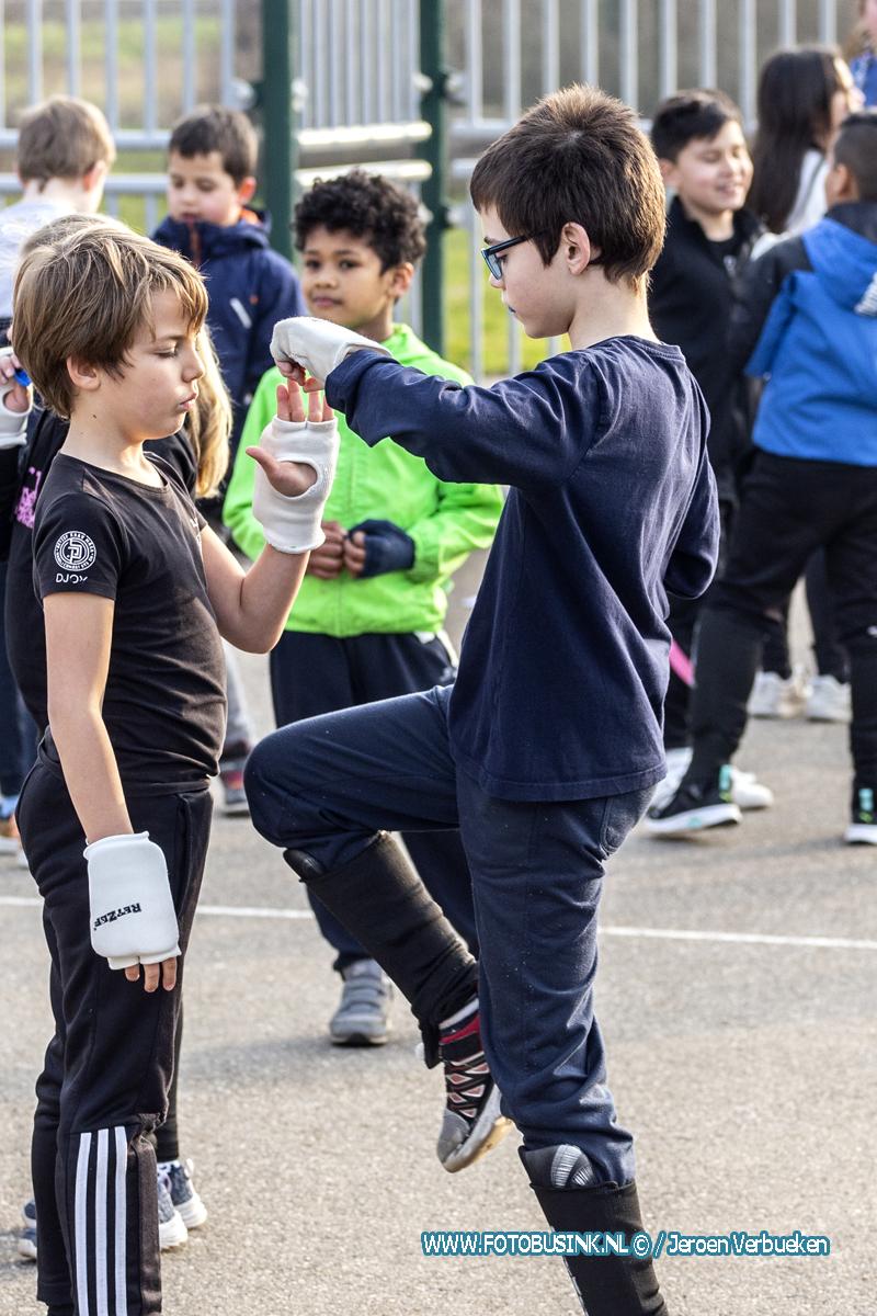 Kinderen genieten van de leuke kids Krav Maga buitenlessen bij RetZef in Dordrecht.