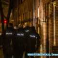 Man gooit explosief uit woning in Dordrecht diverse ramen en een auto beschadigd.