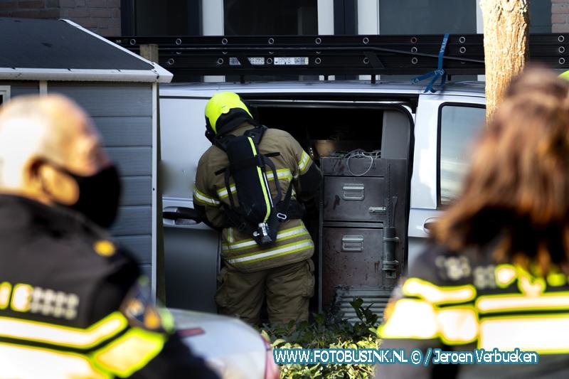 Brandweer opgeroepen voor busje in brand aan de Amazone in Dordrecht.