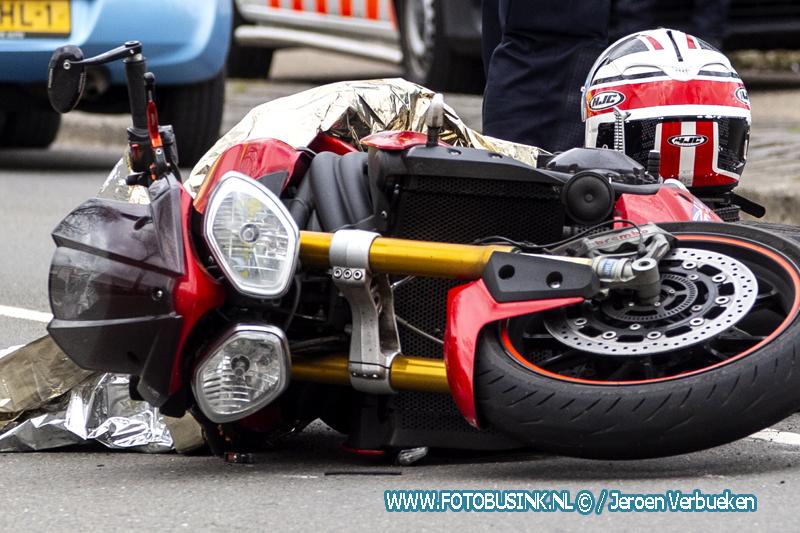 Motorrijder gewond naar ziekenhuis na ongeval aan de Mijlweg in Dordrecht