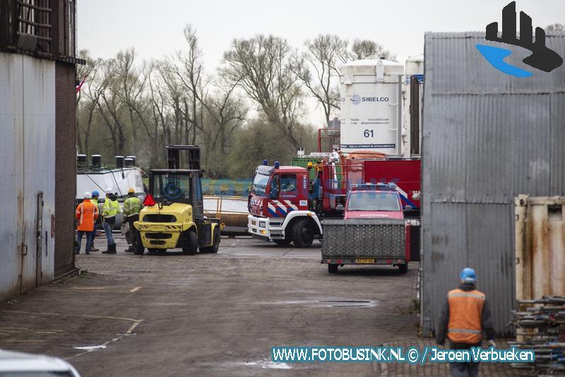 Brand op tanker aan de Rivierdijk in Hardinxveld-Giessendam.