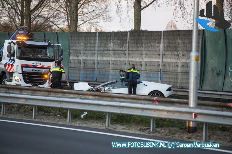 Lamborghini crasht op N3 Dordrecht, inzittenden verdwenen.