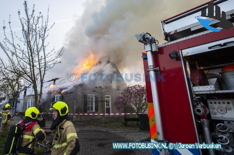 Brand verwoest woonboerderij aan de Brandwijksedijk in Brandwijk