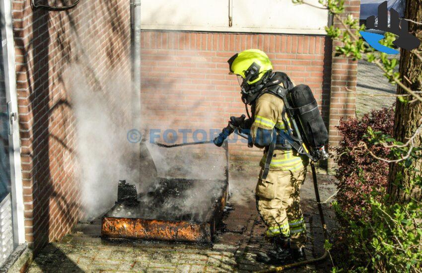 Bankstel in brand aan de Geulstraat in Sliedrecht