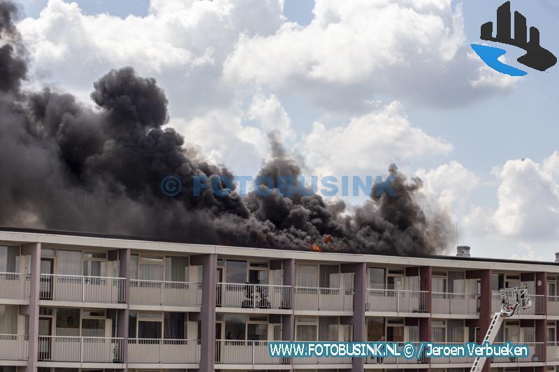 Grote brand Kapteynweg , Dak van flat in Brand