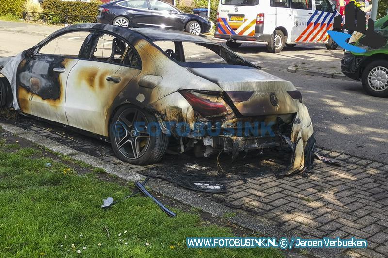 Auto verwoest door brand aan de Maasstraat in Dordrecht