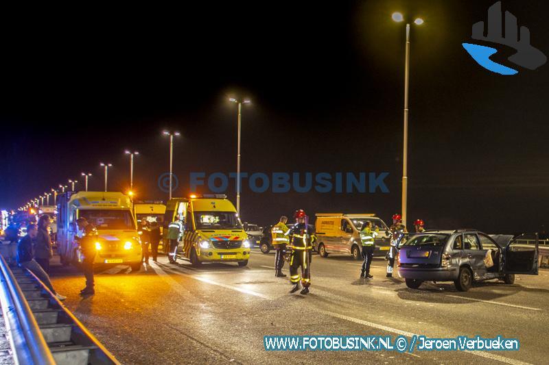 Man aangehouden na aantreffen verdacht pakketje na ongeval op de Moerdijkbrug in Dordrecht