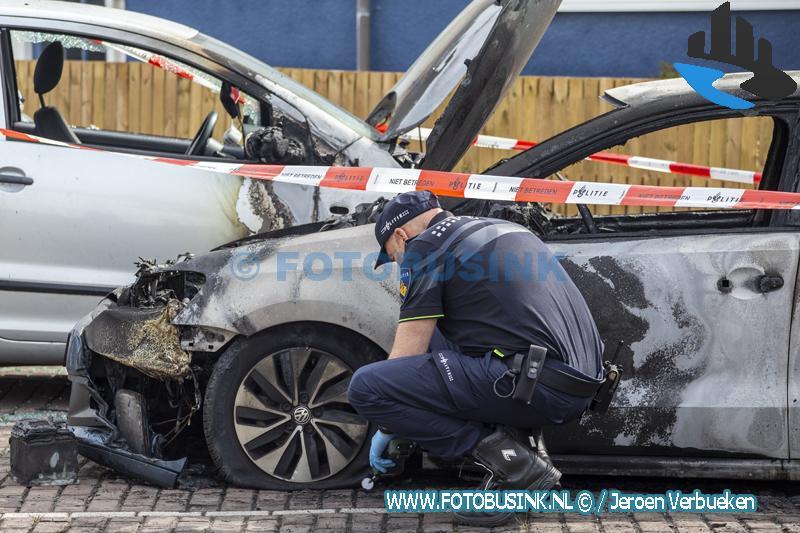 3 auto's verwoest door brand aan de Kokmeeuwstraat in Dordrecht.
