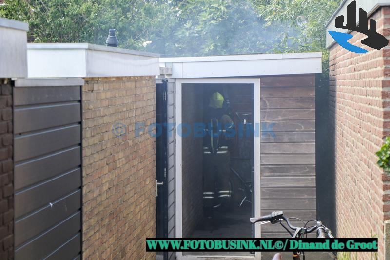 Schuur in brand aan de Dubbelsteynlaan-Oost in Dordrecht.
