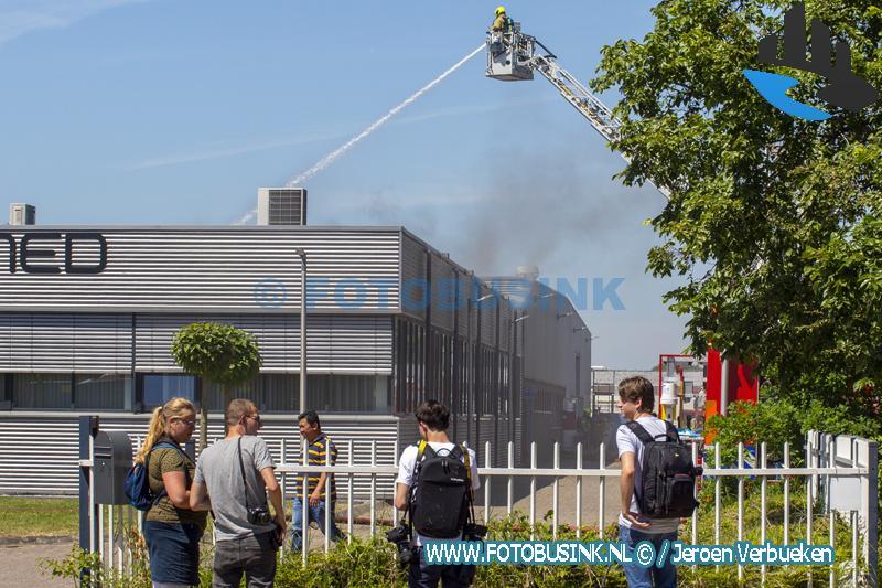 Grote brand bij bedrijf aan de Merwedeweg in Zwijndrecht