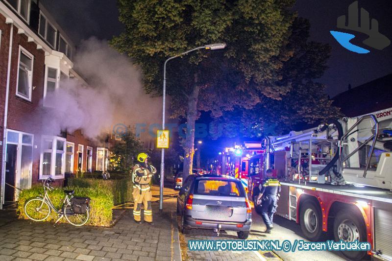 Brandweer maakt middelbrand voor een keukenbrand aan de J.J.A. Goeverneurstraat in Dordrecht
