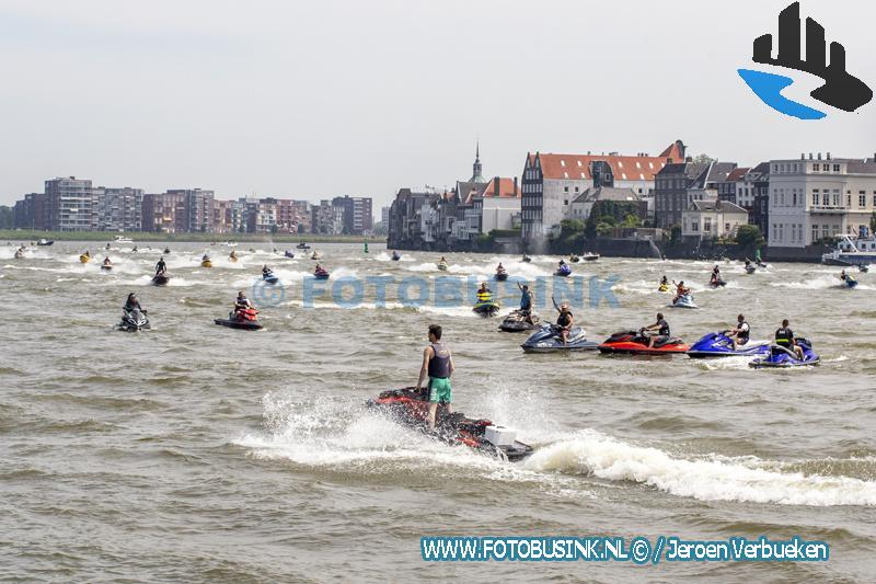 Meer dan honderd waterscooters doen mee aan rondje Dordrecht tijdens ride-out 2021