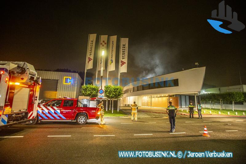Brandweer maakt middelbrand voor brand aan de Molenvliet in Zwijndrecht