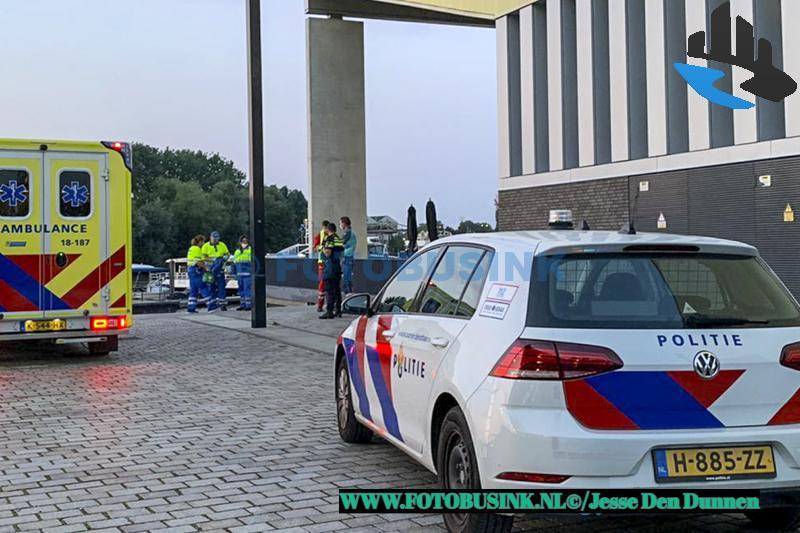 Hulpdiensten opgeroepen voor persoon te water aan de Lijnbaan in Dordrecht