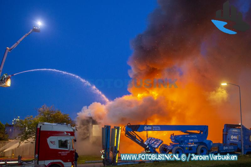 Zeer grote brand aan de Kreekweg in Zwijndrecht.