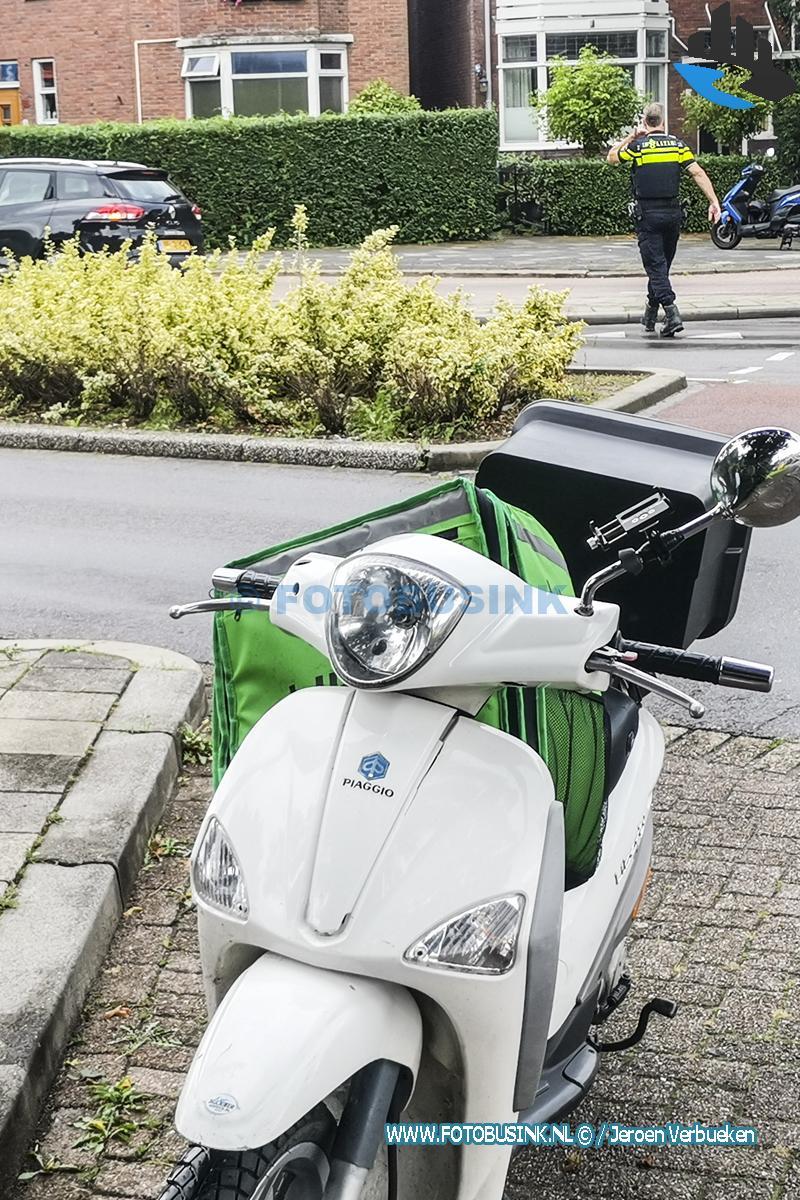 Bezorger gewond naar het ziekenhuis na ongeval aan het Van Bearleplantsoen in Dordrecht