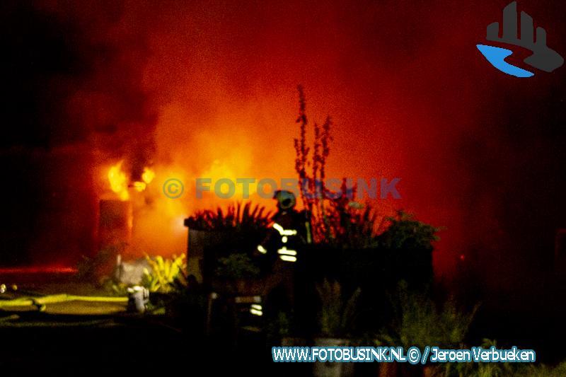 Brand verwoest schuur aan de Brandwijkseweg in Brandwijk