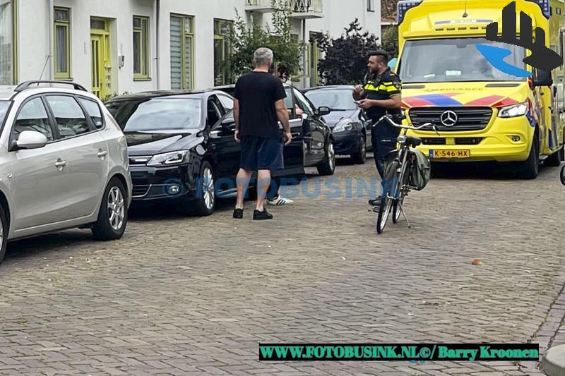 Fietser klapt tegen opengaande autodeur aan de Prinses Marijkestraat in Dordrecht