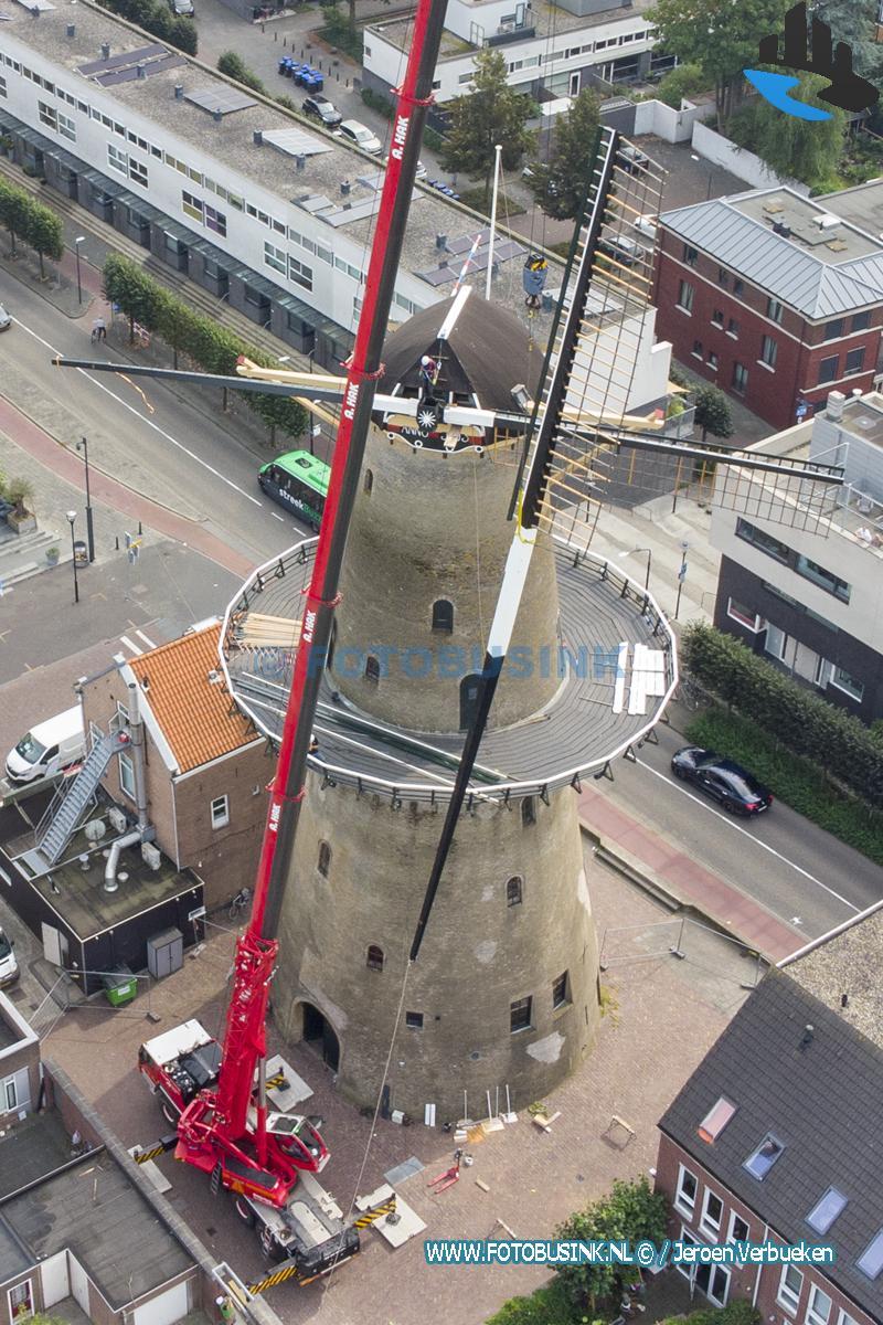 Wieken vervangen van molen Kyck over den Dyck in Dordrecht
