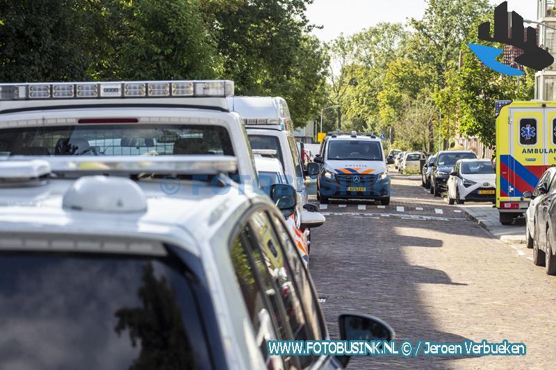 Agenten overmeesteren in Dordrecht een man met een groot mes