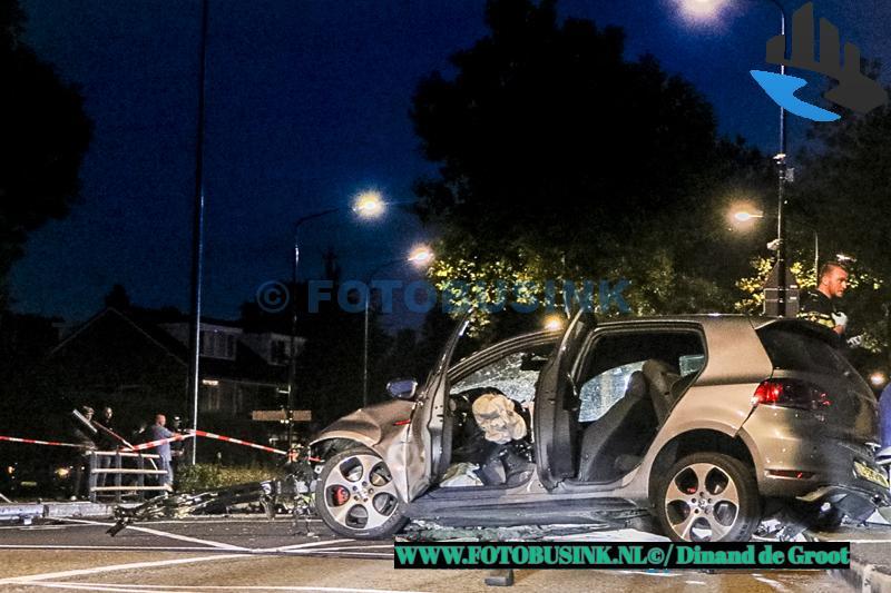 Auto crasht op Prins Hendrikbrug in Dordrecht
