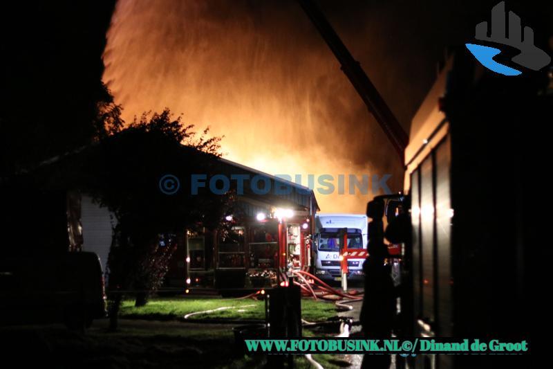 Grote uitslaande brand aan de Parallelweg in Sliedrecht