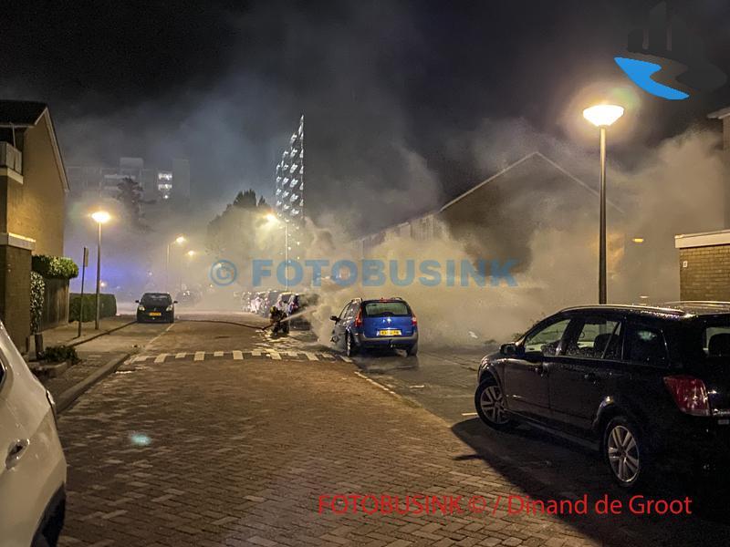Brand verwoest auto aan De Horst in Sliedrecht