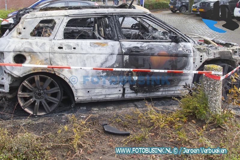 Auto verwoest door brand aan de Nagtegaalplaats in Dordrecht